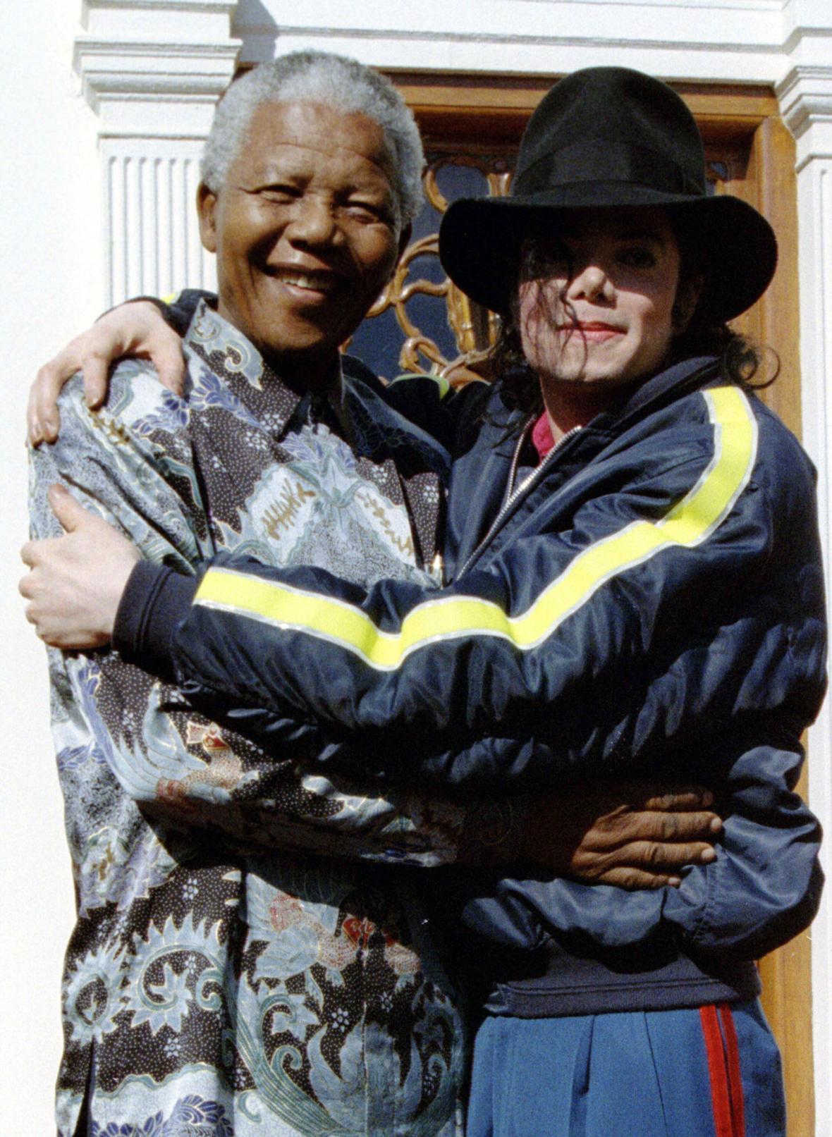 Nelson Mandela a Michael Jackson v červenci 1996
