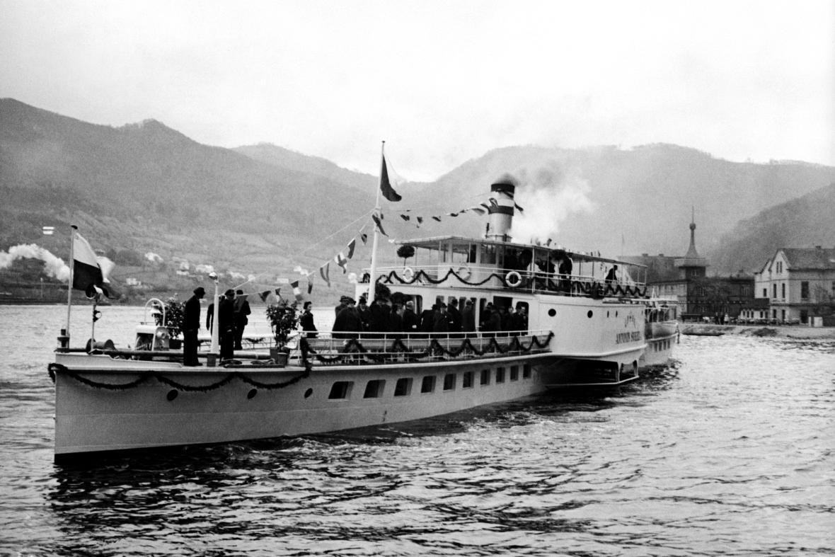 Parník Vyšehrad, tehdy Antonín Švehla, v roce 1938