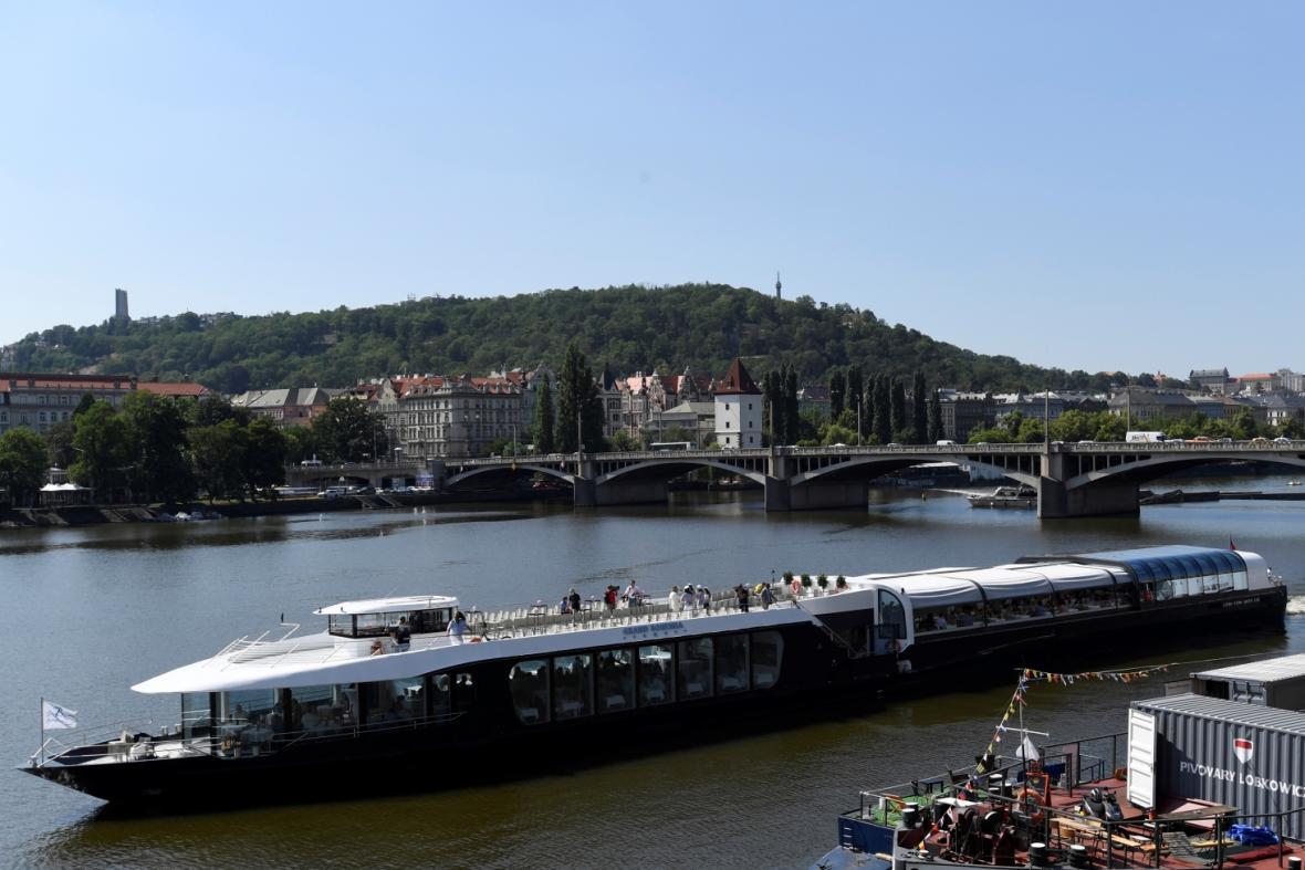 Motorová loď Grand Bohemia