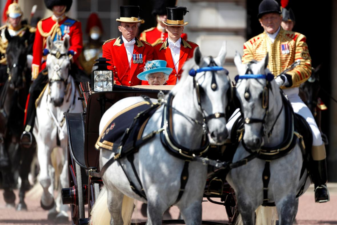 Královna Alžběta II. slaví narozeniny