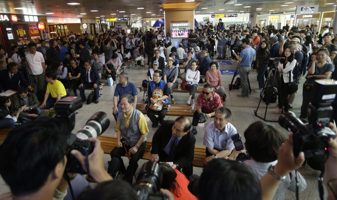Jihokorejci s napětím sledují summit Trumpa s Kimem