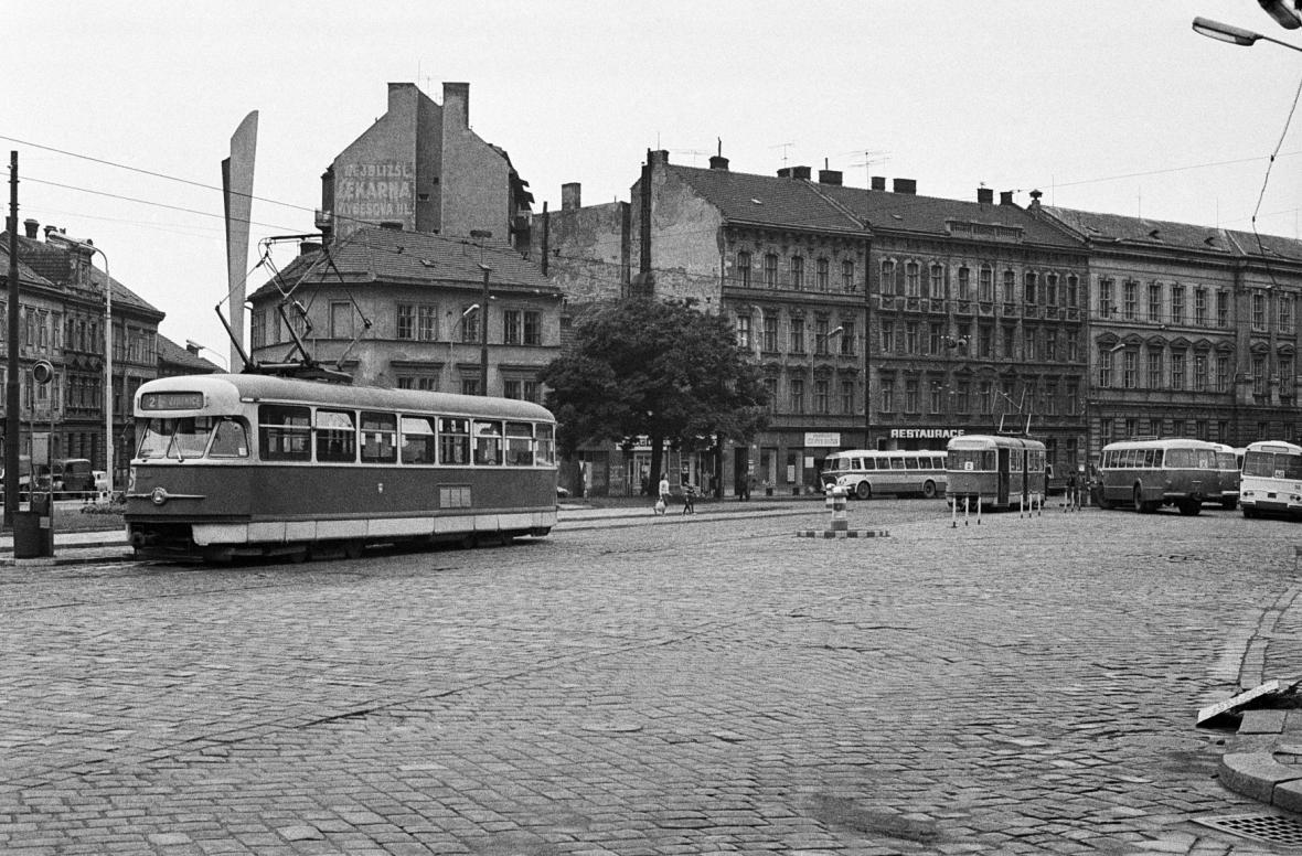 Tramvaje a trolejbusy v ulicích Brna v roce 1968