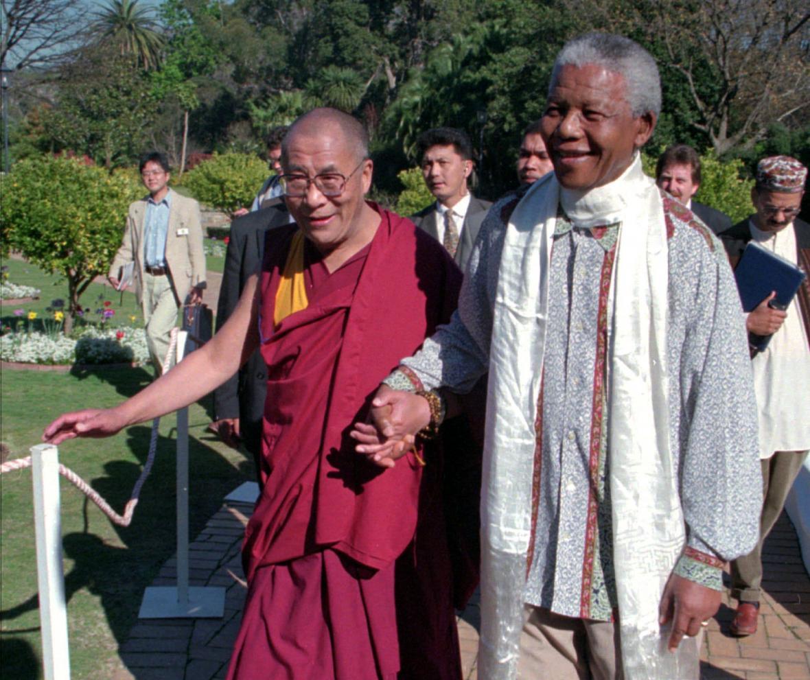 Dalajláma a Mandela v Kapském městě v roce 1996