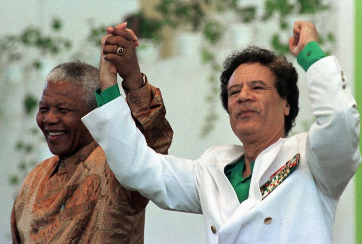 Mandela a Kaddáfí na fotce z roku 1997