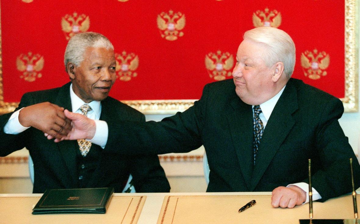 Boris Jelzin a Nelson Mandela na snímku z roku 1999 ze setkání v Moskvě