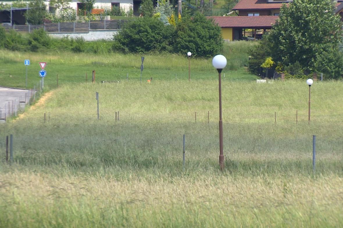 Prázdné parcely ve Vysoké nad Labem