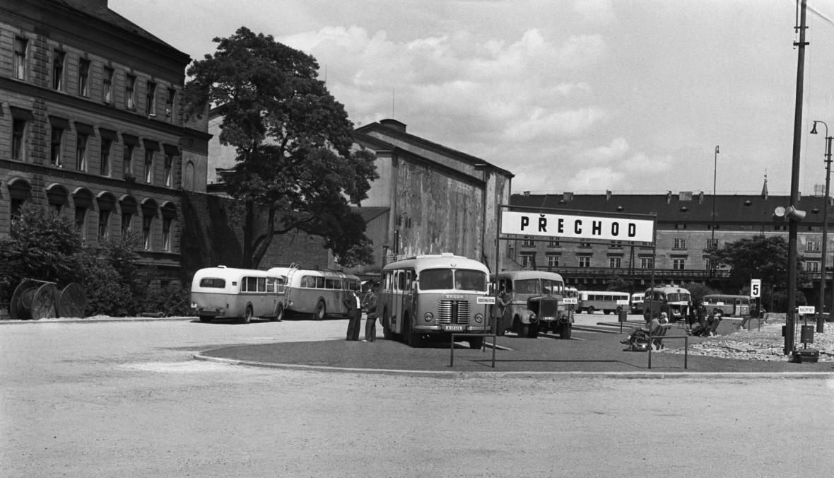 Autobusové nádraží Florenc v roce 1948