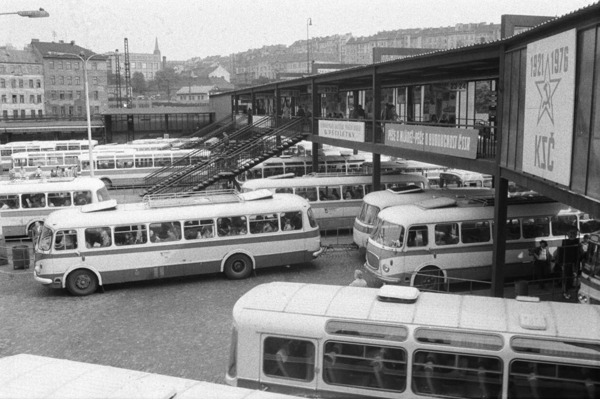 Podoba nádraží v roce 1976 už připomíná dnešek