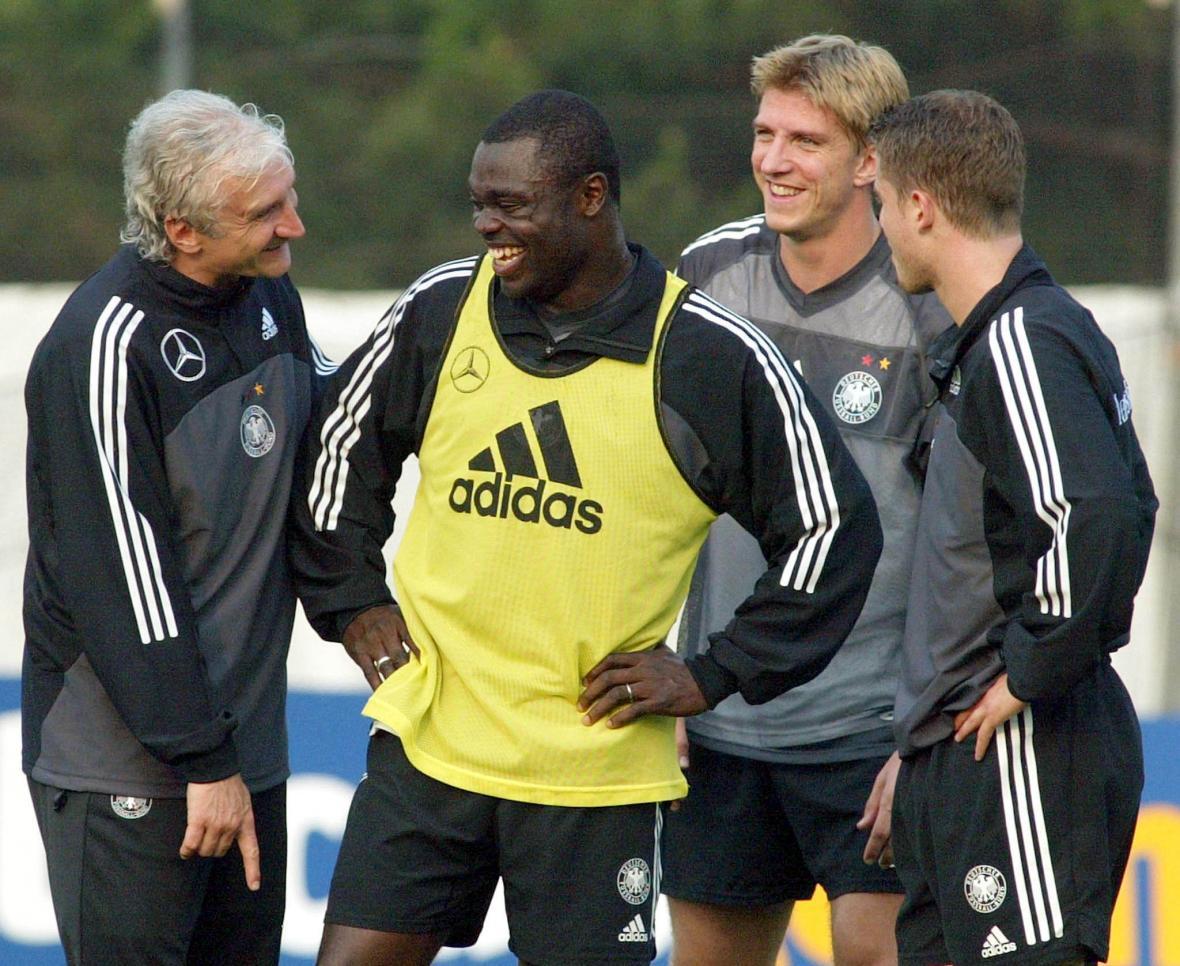 Gerald Asamoah na tréninku německého týmu na MS 2002