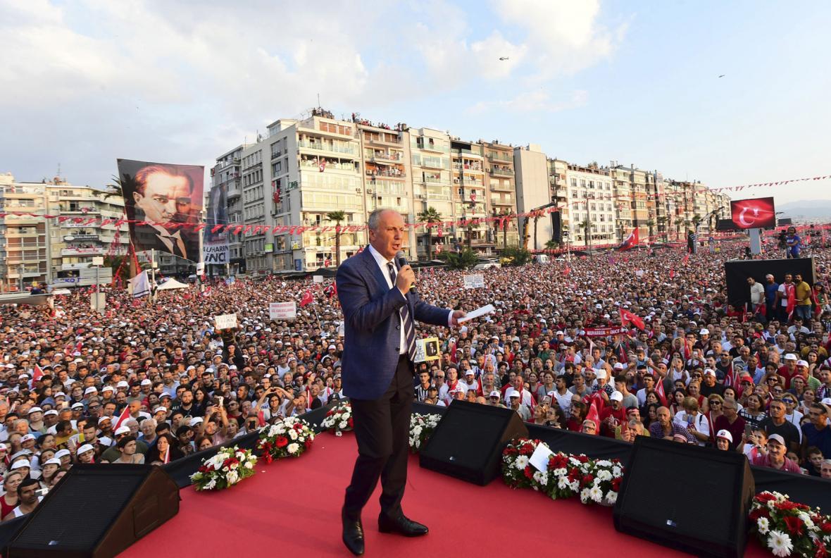 Muharrem Ince během prezidentské volebí kampaně