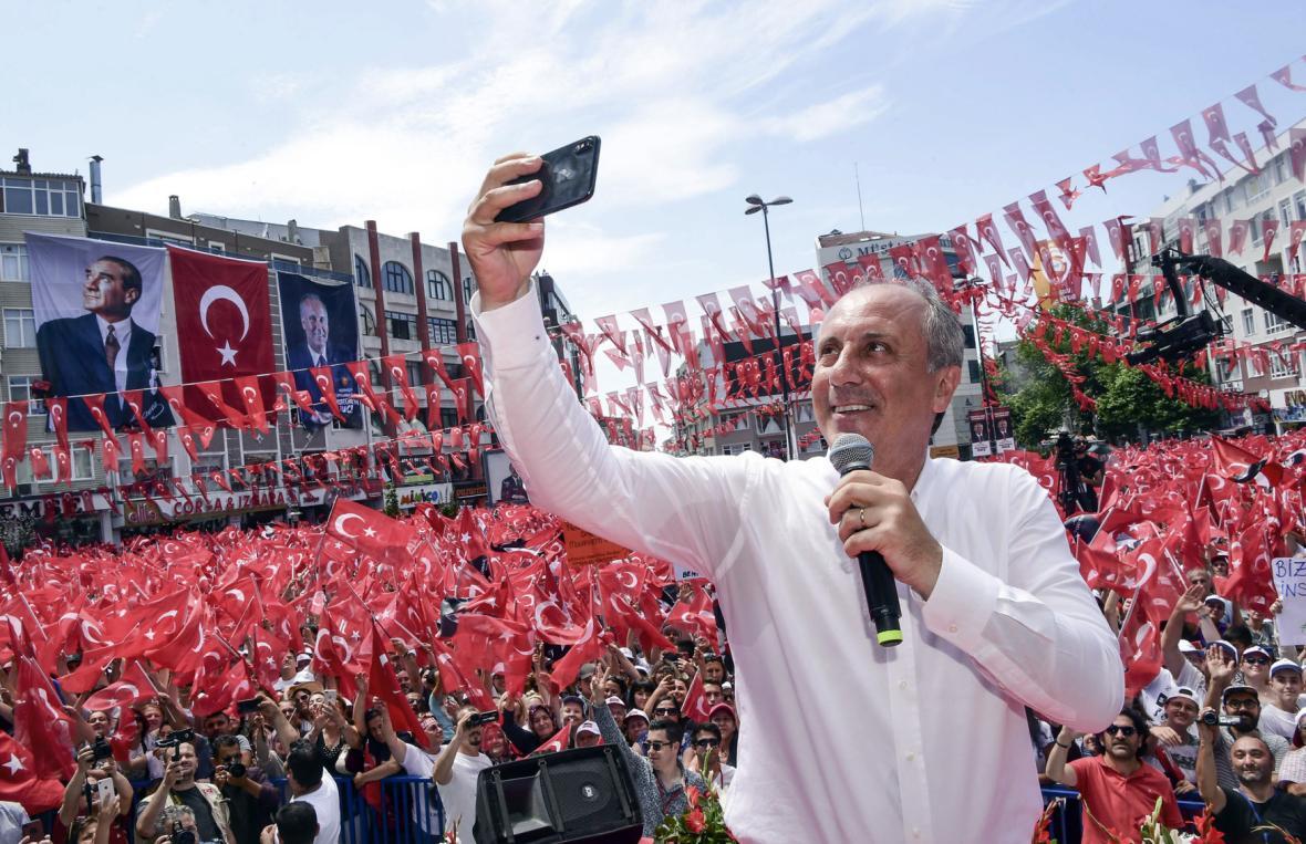 Muharrem Ince během prezidentské předvolební kampaně