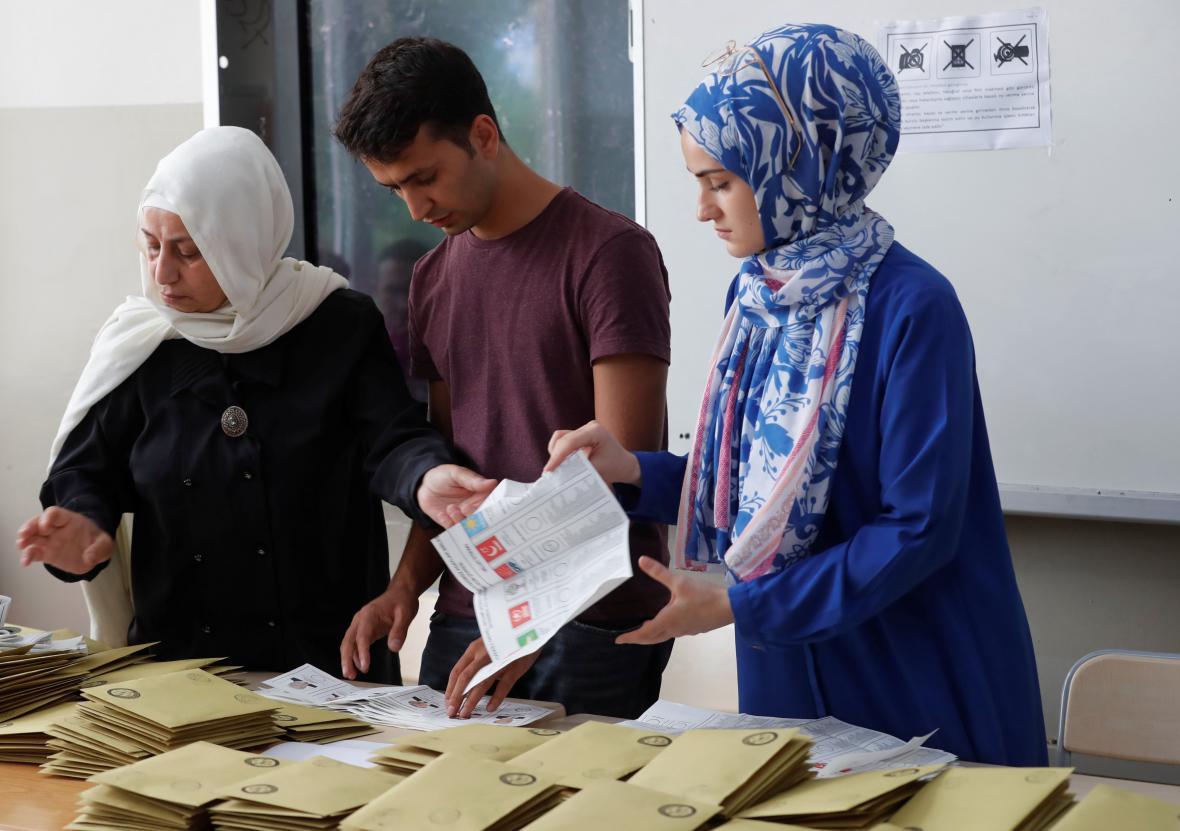 Turecko sčítá prezidentské a parlamentní volby