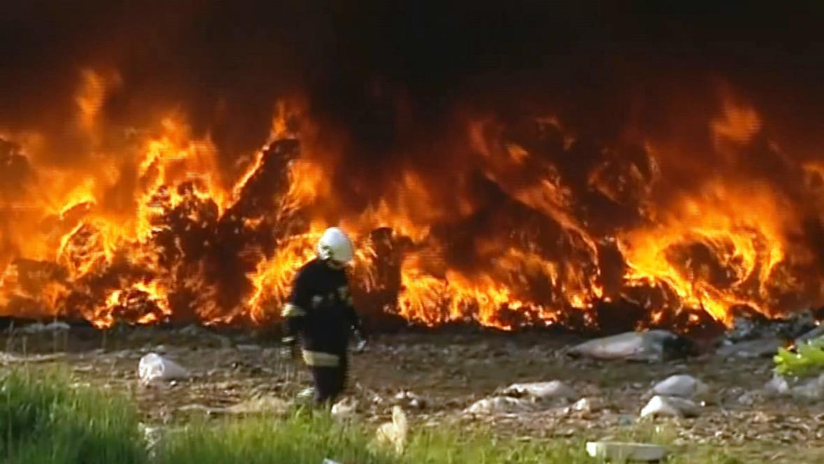 Požár skládky v Polsku