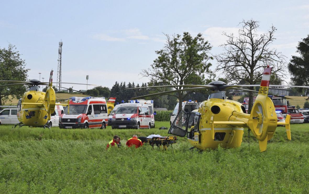 Rakouští záchranáři u nehody vlaku
