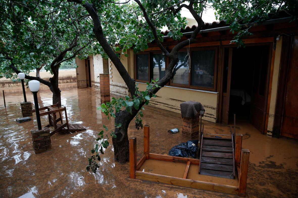 Následky povodní v řeckém městě Magoula