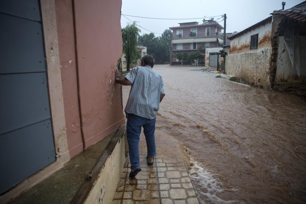 Bleskové povodně v řeckém městě Mandra