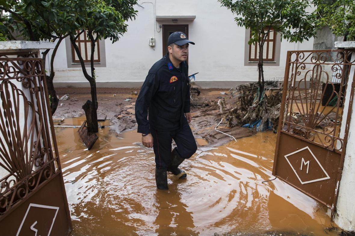 Bleskové povodně zasáhly řecké město Mandra