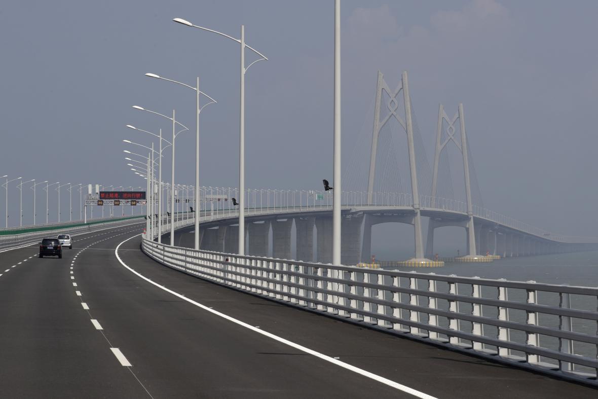 Most z Hongkongu na čínskou pevninu