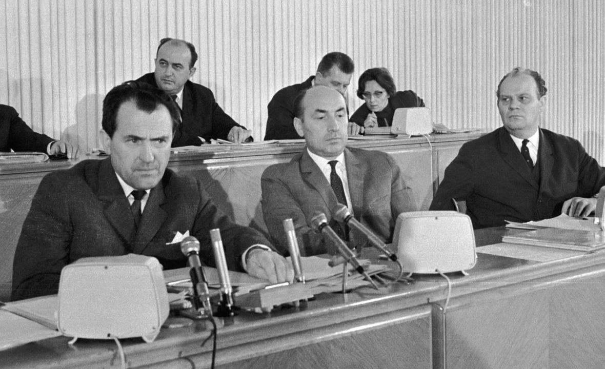 Členové předsednictva ÚV KSČ Vasil Biľak, Oldřich Černík a Drahomír Kolder (zleva)