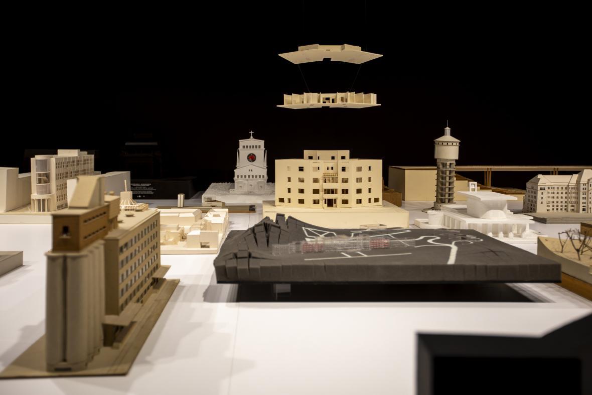 Výstava Vize a reality v české a slovenské architektuře