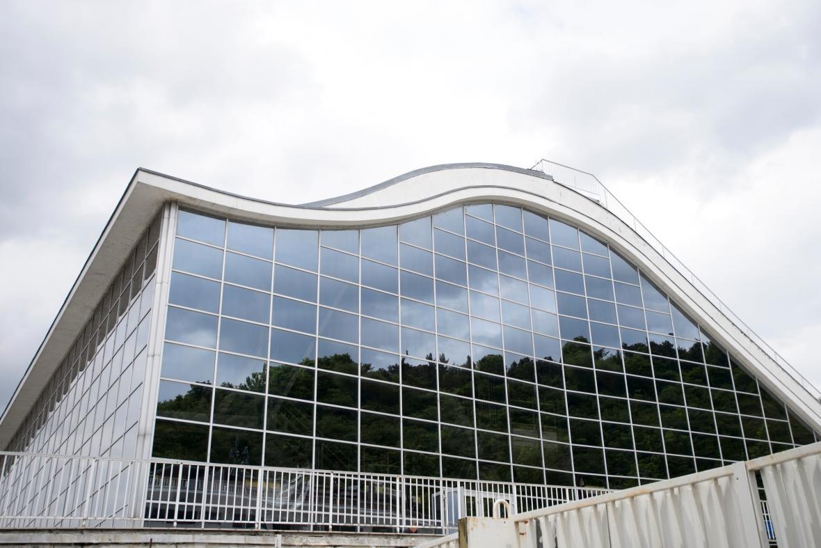 Bazén v Praze Podolí od architekta Richarda Podzemného