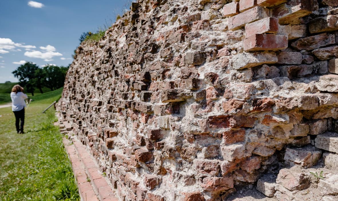 Středověký obranný val Danewerk u německo-dánské hranice