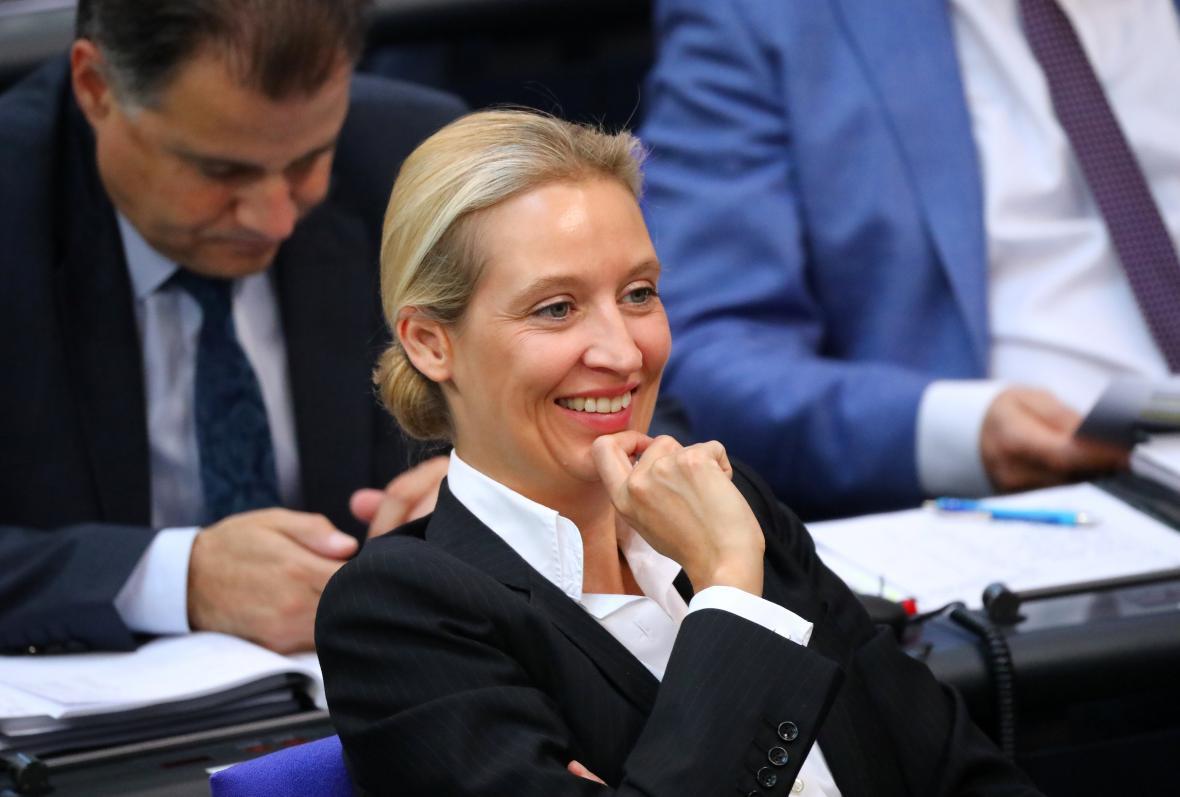 Alice Weidelová vyzvala kancléřku k rezignaci
