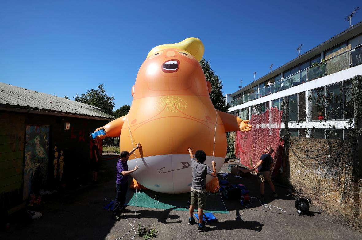 Nafukovací karikatura Donalda Trumpa