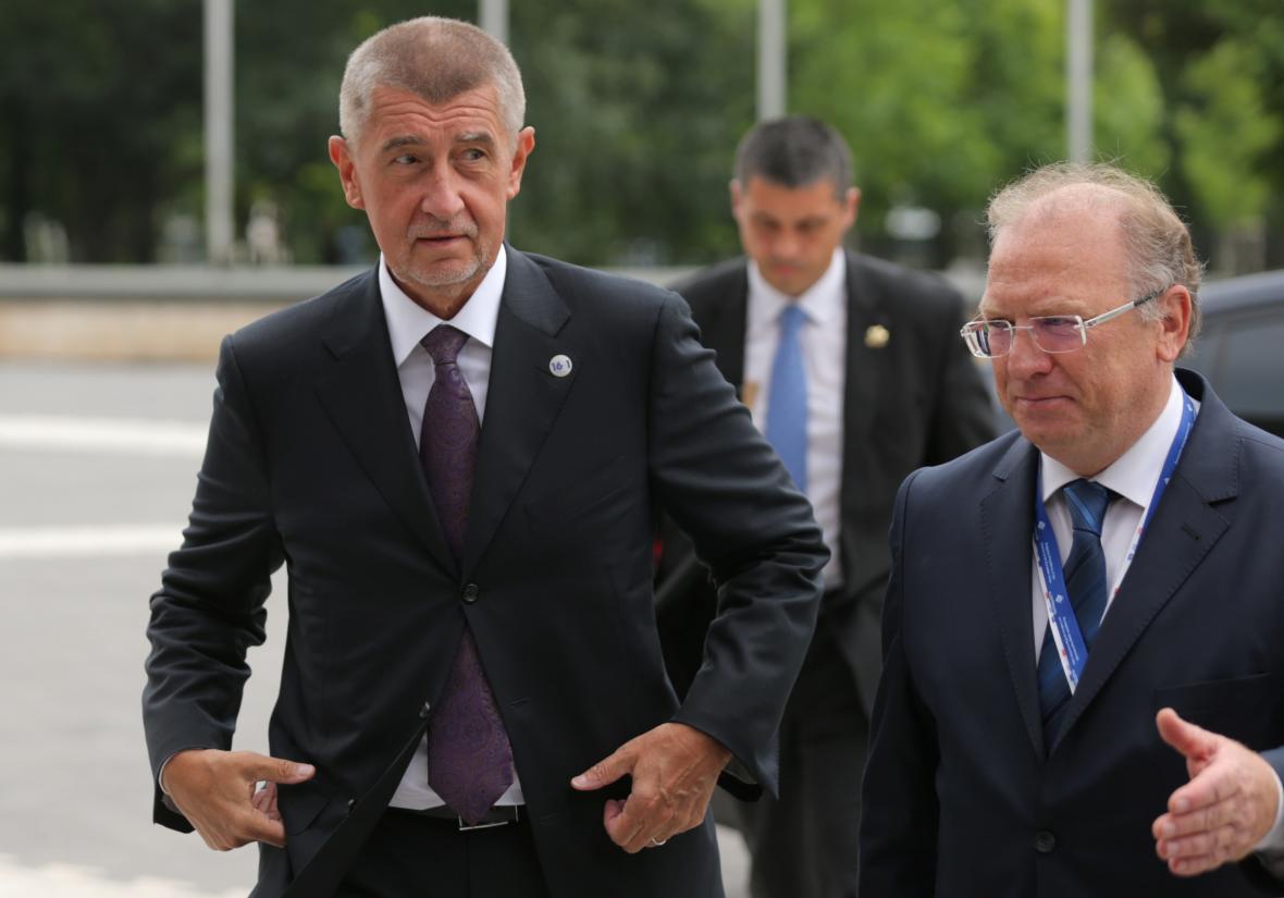 Český premiér Andrej Babiš (ANO) přijíždí na summit