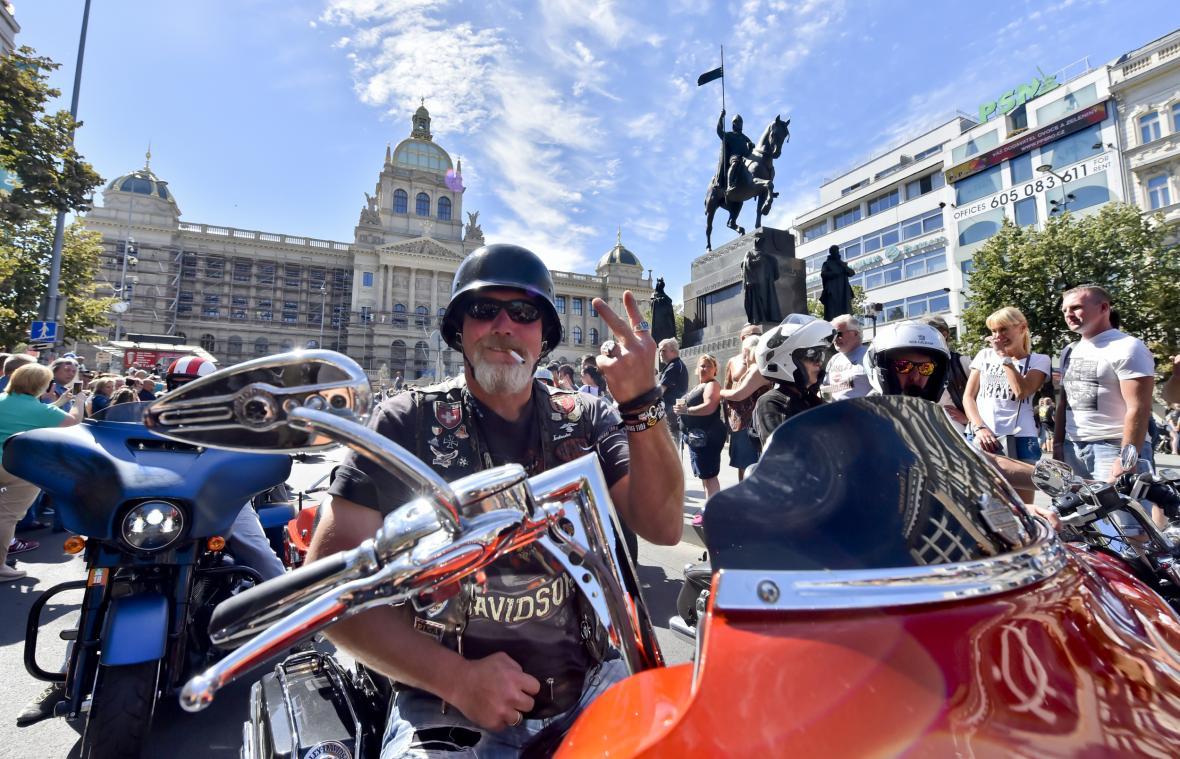 Spanilá jízda účastníků oslav 115. výročí Harley-Davidson projela 7. července centrem Prahy
