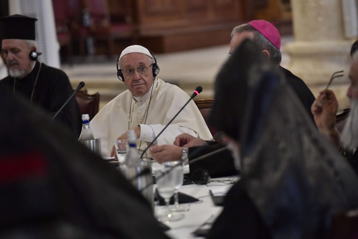 František během setkání s hlavami křesťanských církví a komunit z Blízkého východu