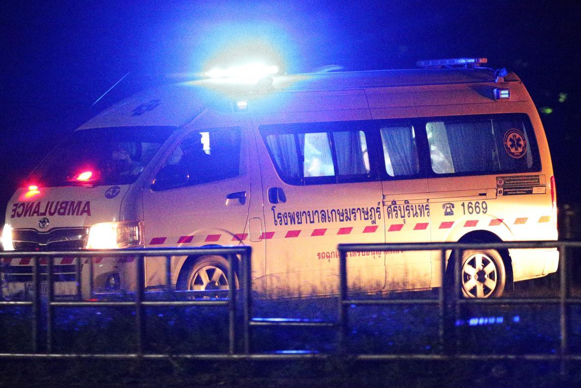 Sanitka pro transport chlapců zachráněných z thajské jeskyně