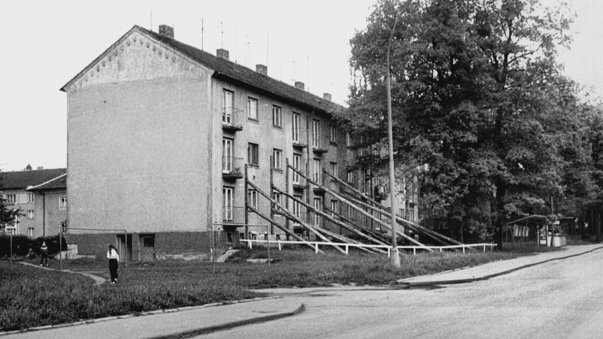 V 80. letech nařídili statici některé domy podepřít