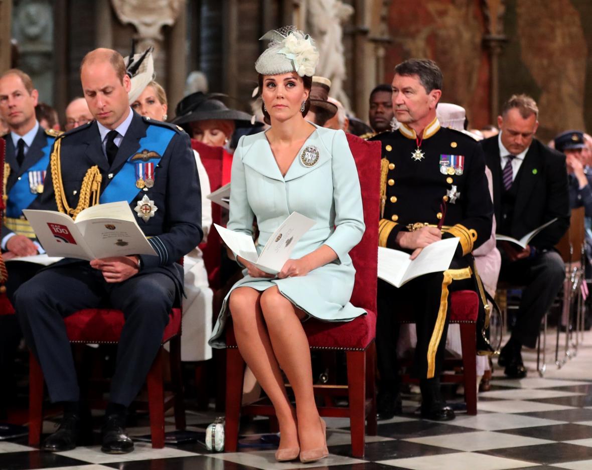 Ceremonie se účastnili také princ William s manželkou Kate