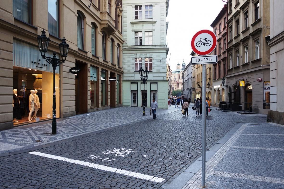 Zákaz vjezdu cyklistů od 10 do 17 hodin