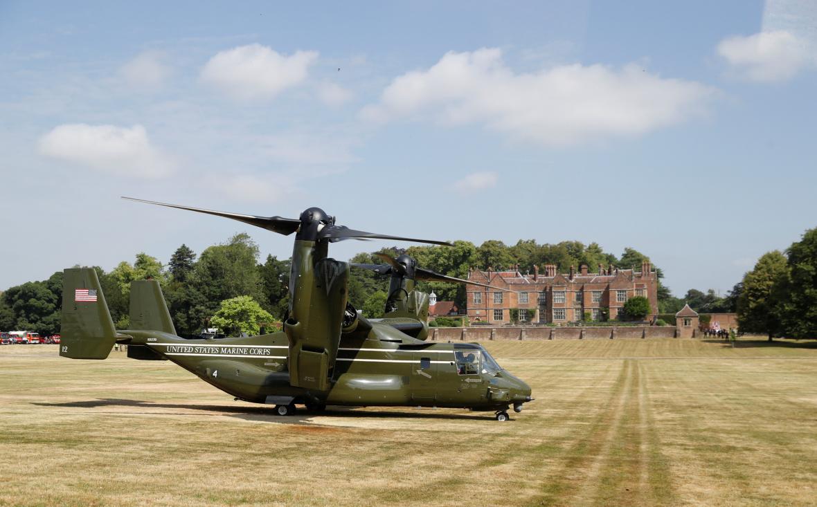 Amerického prezidenta dopravil do sídla britských premiérů vrtulník