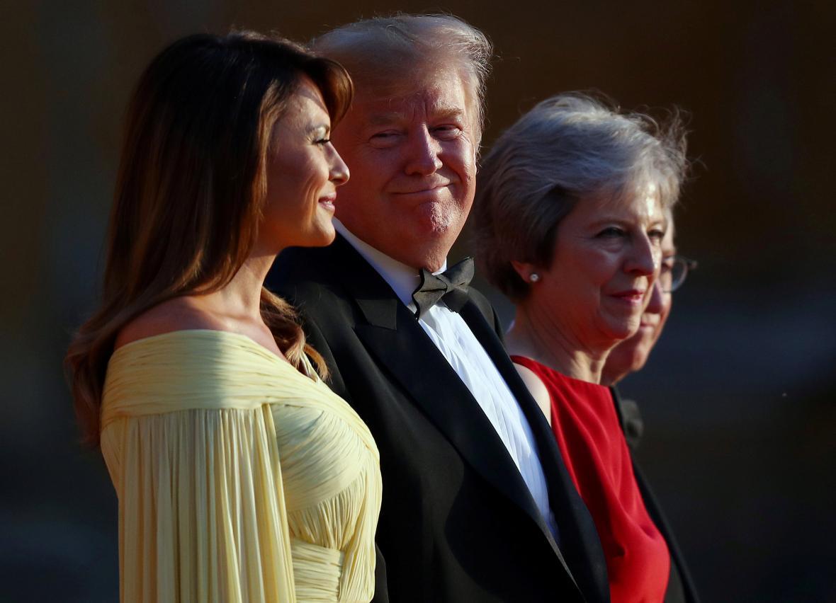 Donald Trump s Melanií a Theresa Mayová s manželem