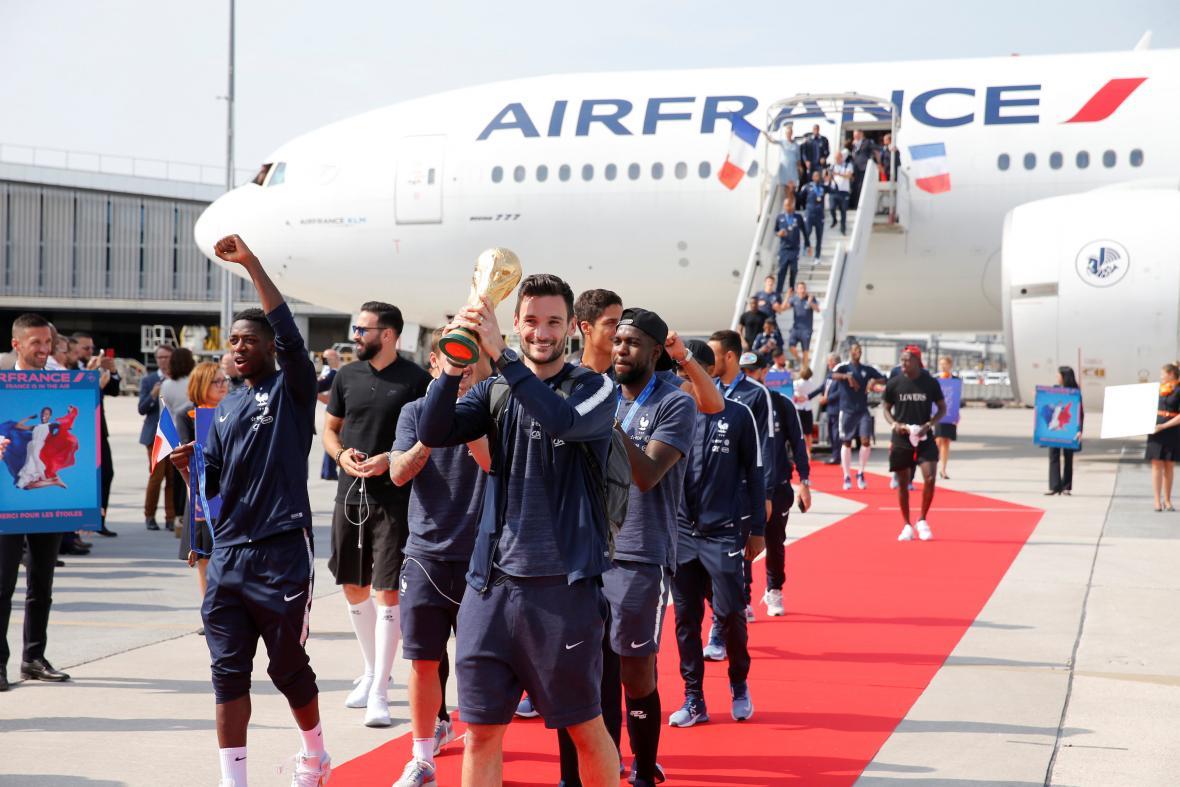 Přílet francouzských fotbalistů ze šampionátu