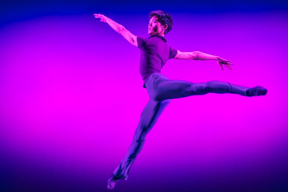 Večer mladých choreografů: Beztvarý tvar marného zmaru (choreografie. Aglaja Sawatzki)