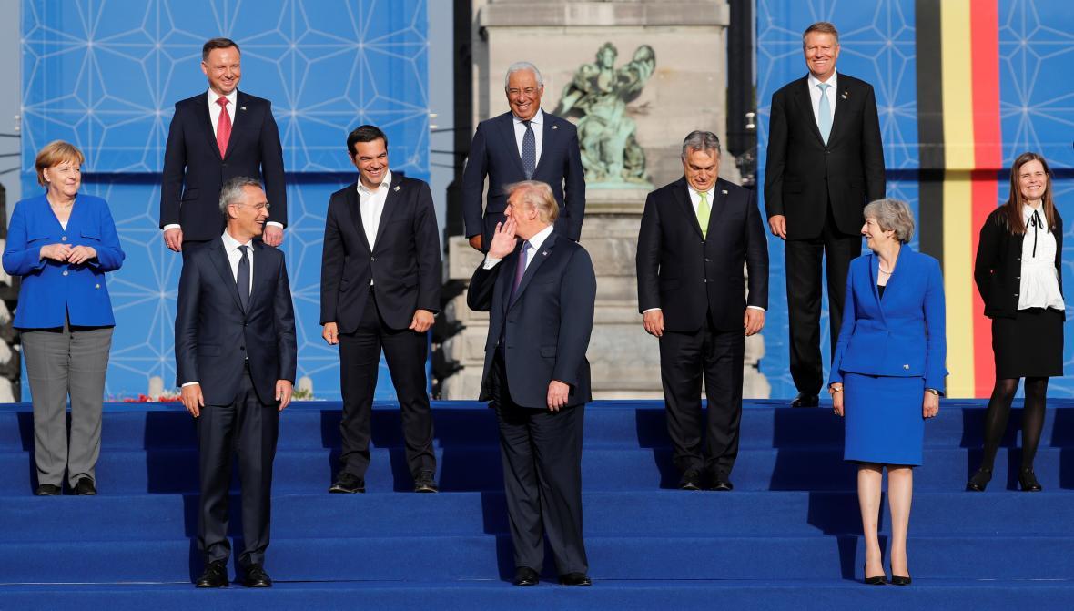 Hlavy států na summitu NATO v Bruselu