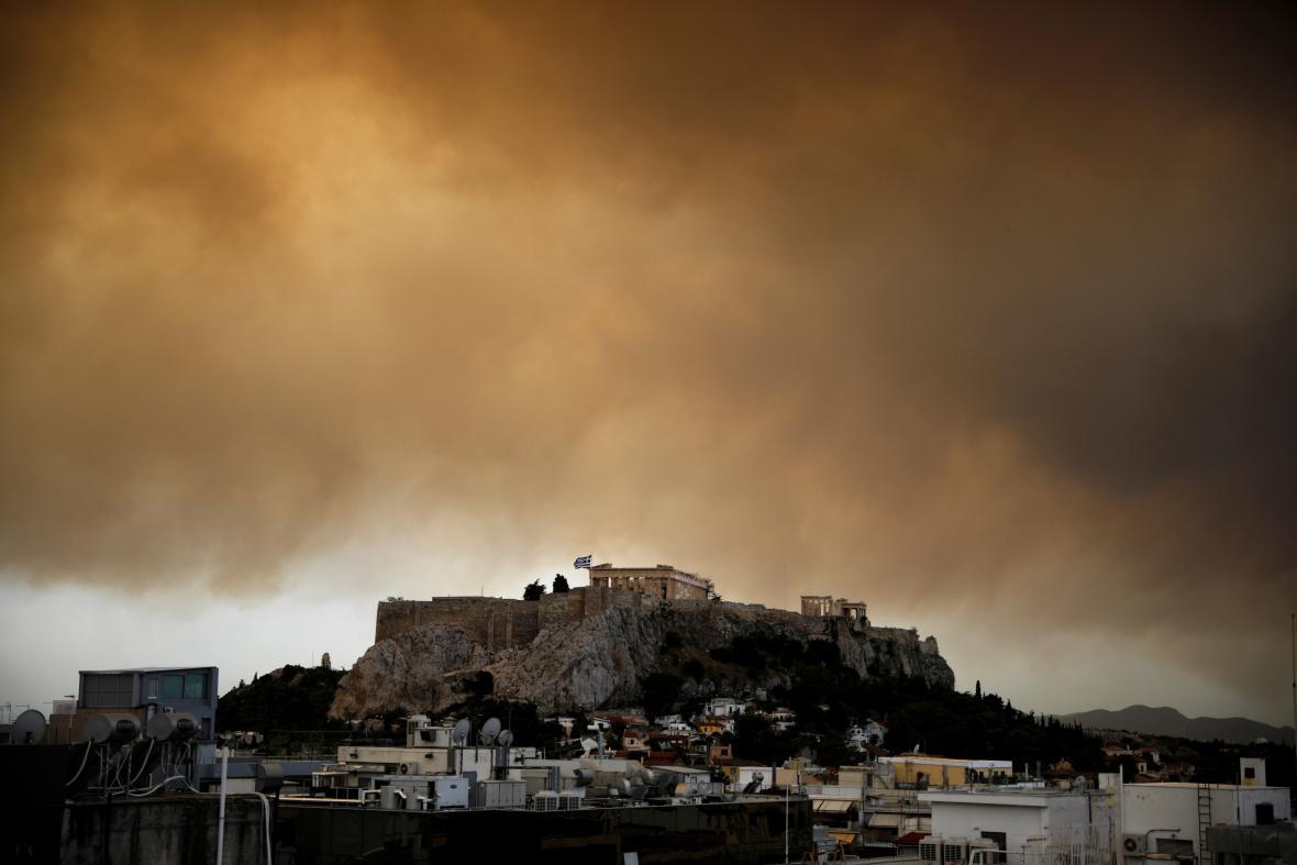 Kouř nad Akropolí