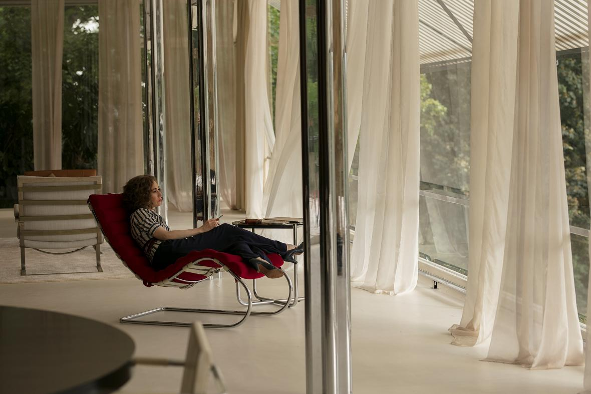 Skleněný pokoj / Carice van Houtenová