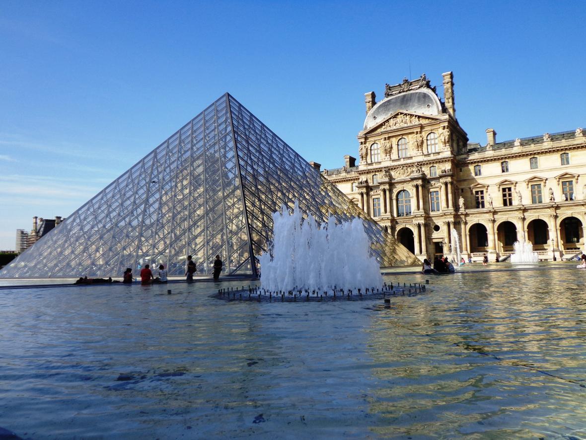 Louvre v Paříži