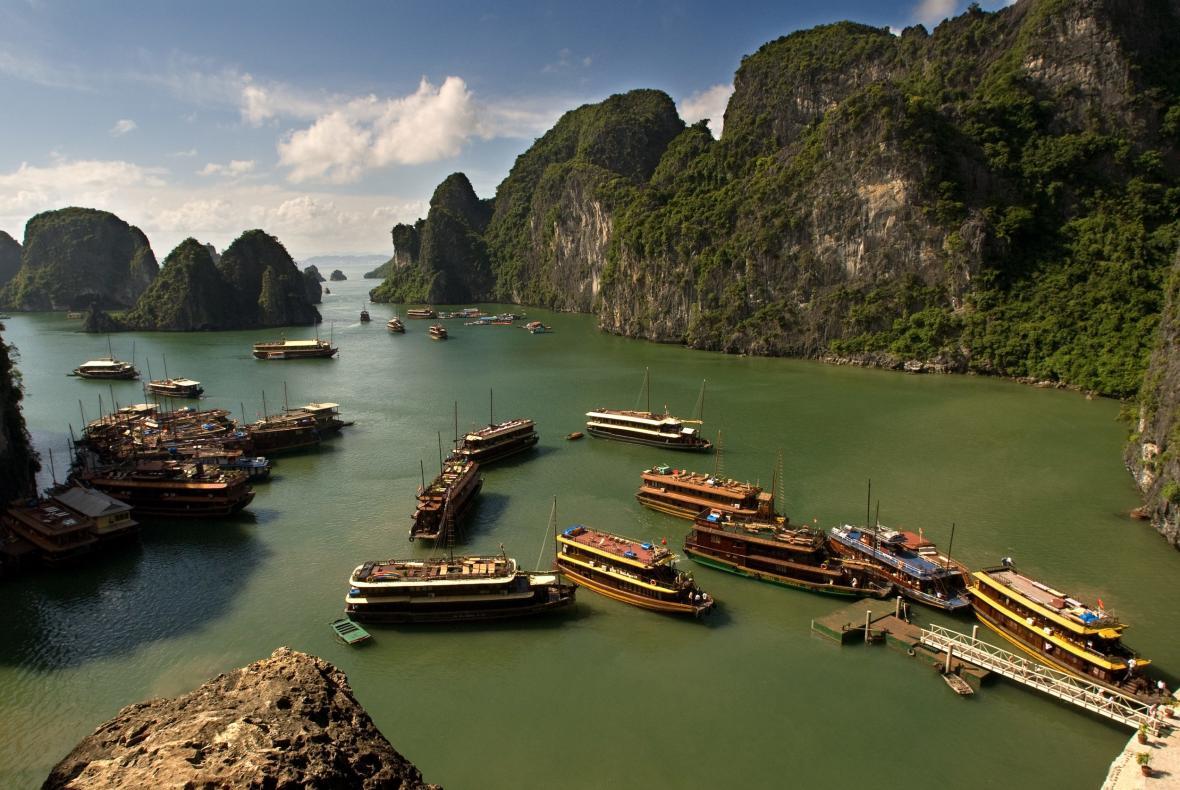 Zátoka Ha Long ve Vietnamu