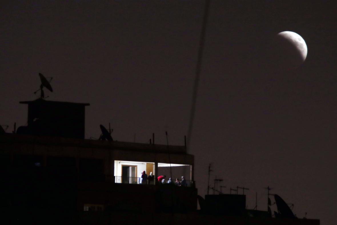 Zatmění Měsíce nad Káhirou