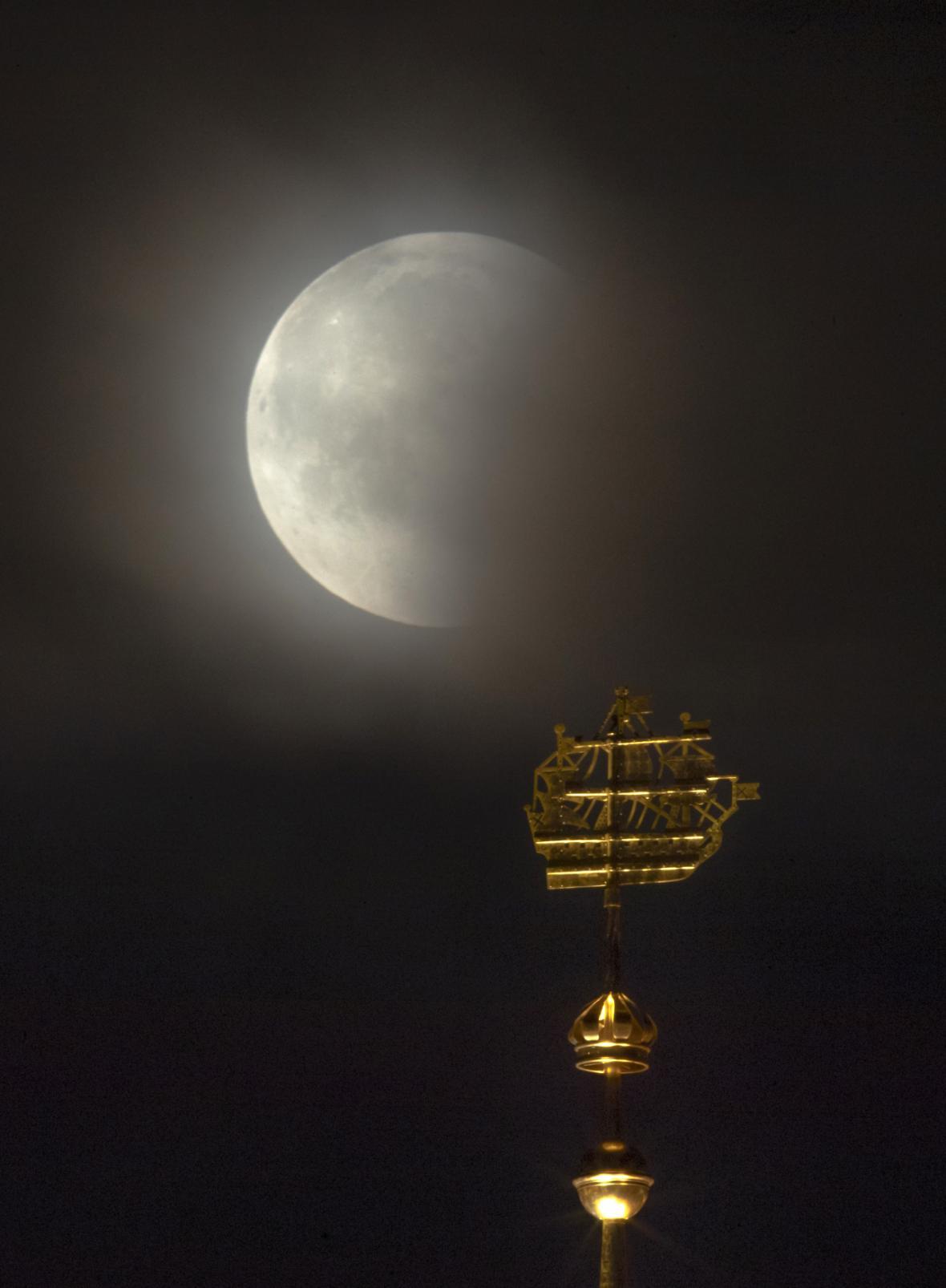 Zatmění Měsíce nad Ruskem