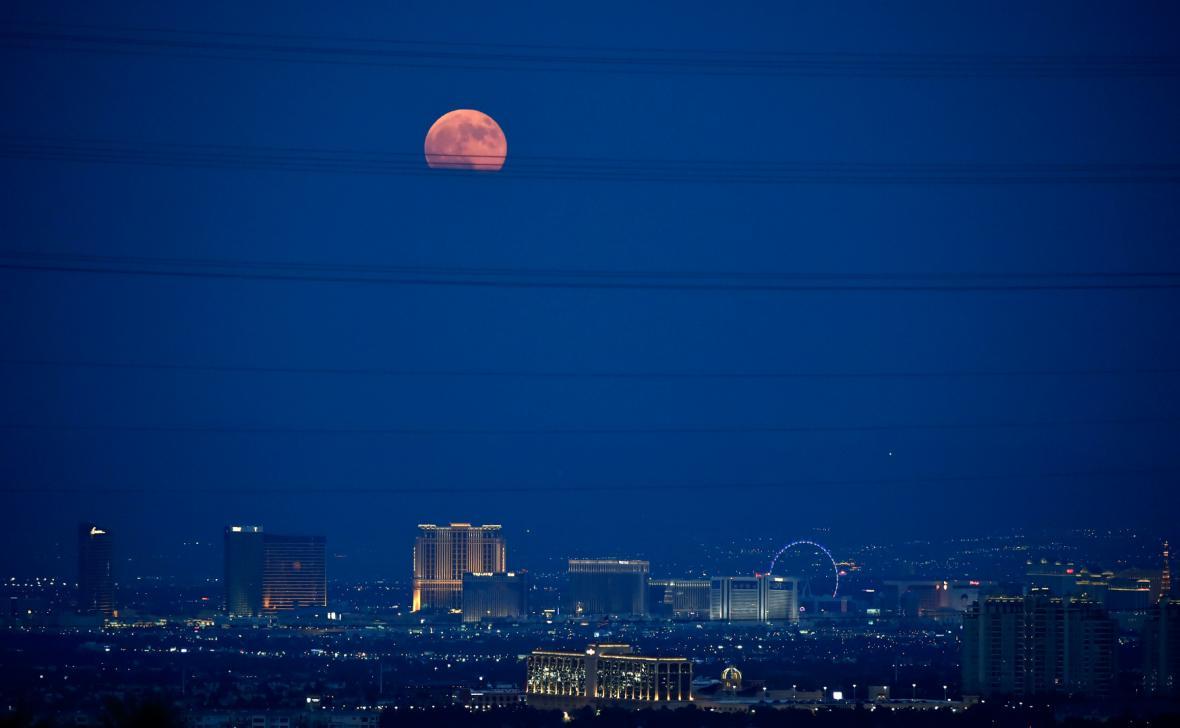 Zatmění Měsíce nad Las Vegas
