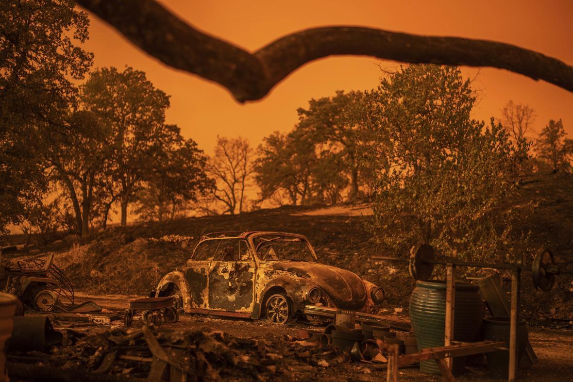 Následky požáru v Kalifornii