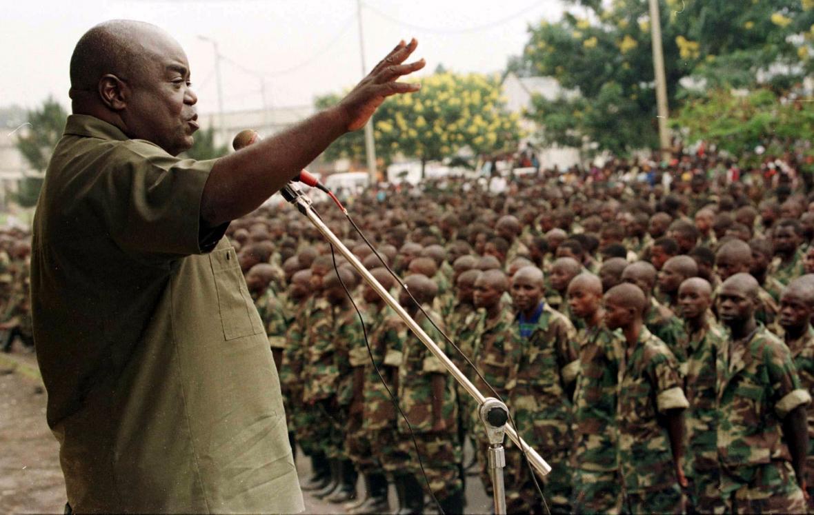 Laurent Kabila před svými vojáky