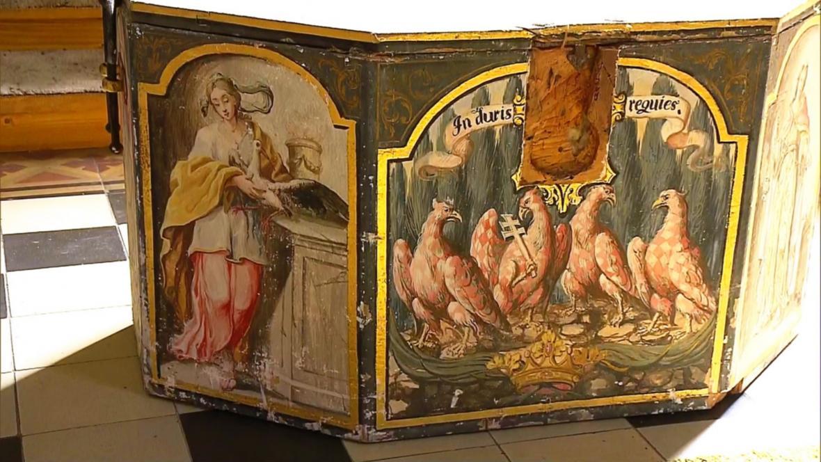 Malovaná truhla s ostatky olomouckých Přemyslovců